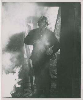 Adolf i eld och lågor - image 10