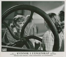 Kvinnor i fångenskap - image 83