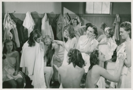 Kvinnor i fångenskap - image 94