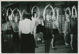 Kvinnor i fångenskap - image 48