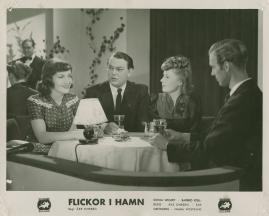 Flickor i hamn - image 34
