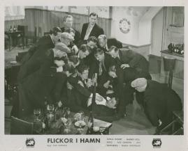 Flickor i hamn - image 48