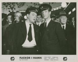 Flickor i hamn - image 49