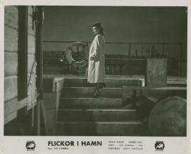Flickor i hamn - image 9