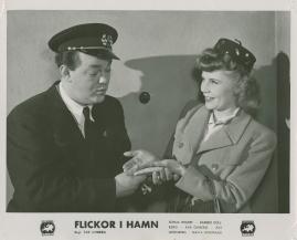 Flickor i hamn - image 11