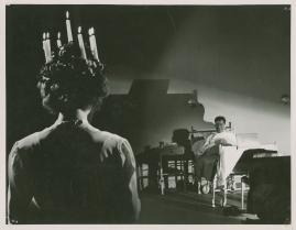 Kvinna i vitt - image 79