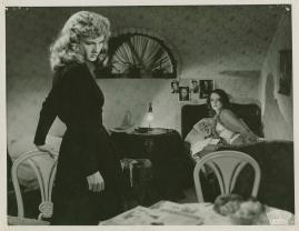 Två kvinnor - image 27