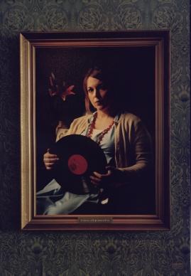 Kvinna vid grammofon